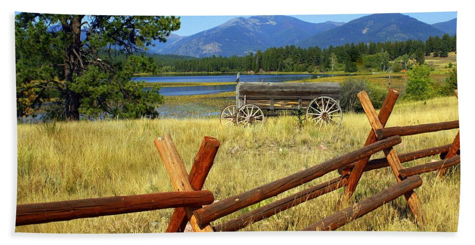 Landscape Hand Towel featuring the photograph Wagon West by Marty Koch