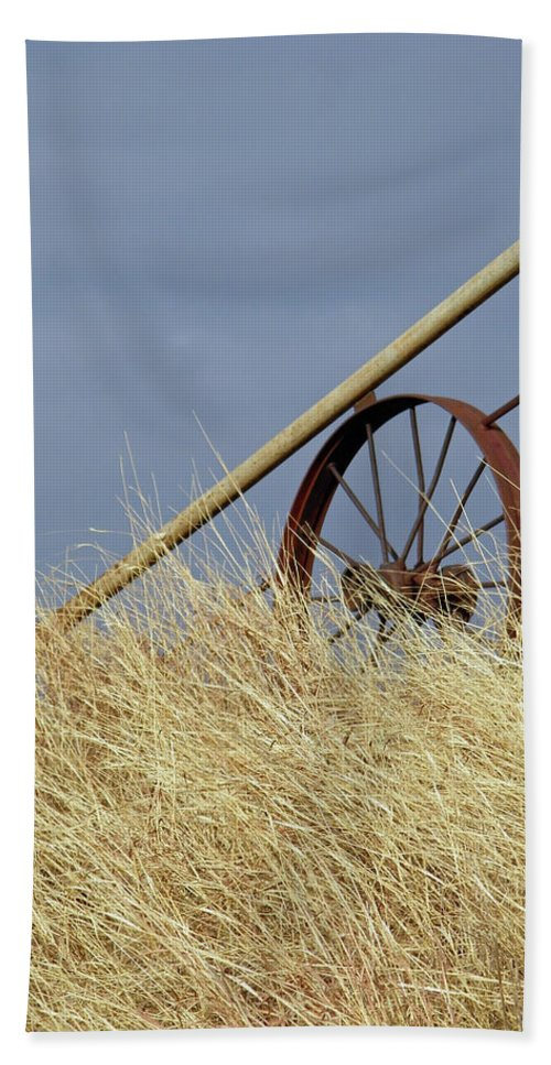 Wagon Wheel Hand Towel featuring the photograph Wagon Wheel Fence by Gale Cochran-Smith