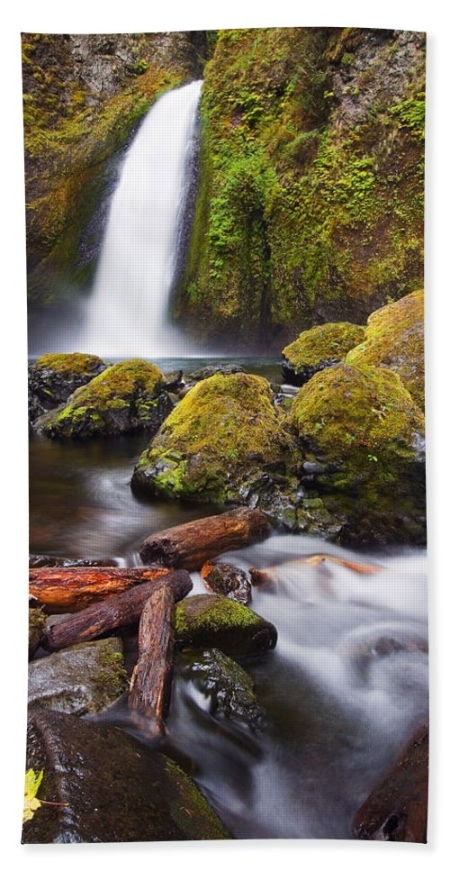 Waterfall Hand Towel featuring the photograph Wahclella by Mike Dawson