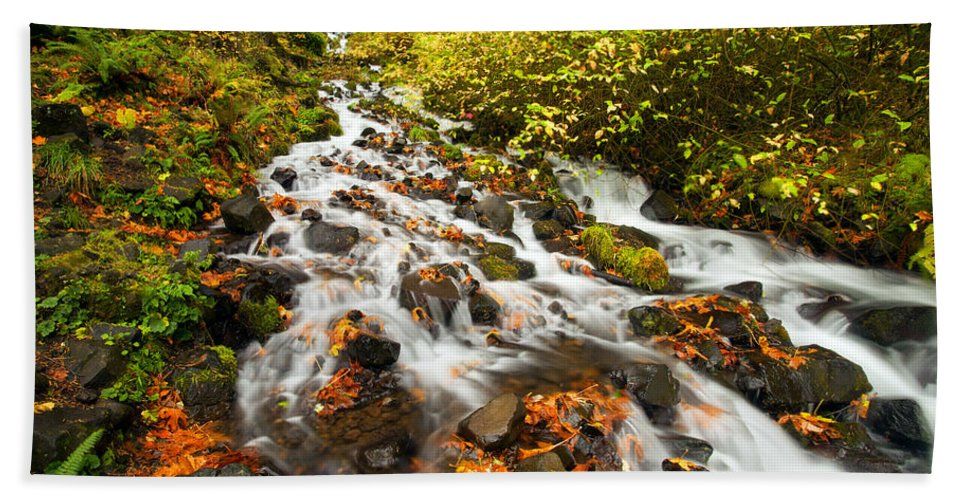 Wahkeena Falls Hand Towel featuring the photograph Wahkeena Autumn by Mike Dawson