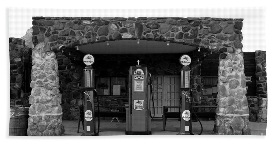 Route 66 Hand Towel featuring the photograph Waiting For Business by David Lee Thompson