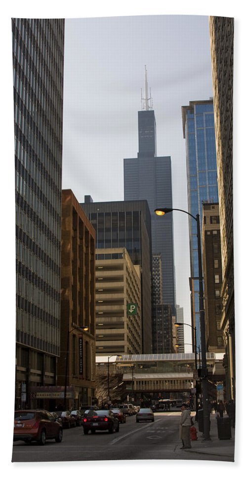 Chicago Windy City Street Trafic Car People Building Skyscraper High Tall Urban Metro Bath Towel featuring the photograph Walking In Chicago by Andrei Shliakhau