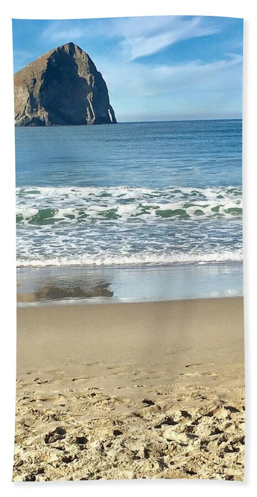 Landscape Hand Towel featuring the photograph Walking On The Beach by Susan Garren