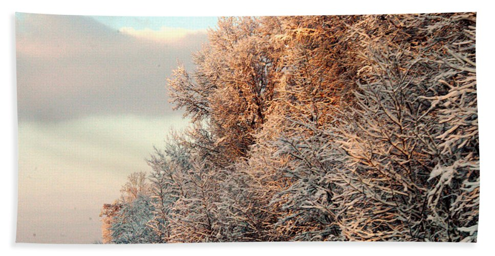 Clay Bath Towel featuring the photograph Warm Light Snow by Clayton Bruster