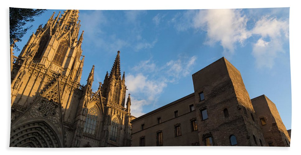 Georgia Mizuleva Hand Towel featuring the photograph Warm Sun Glow On The Cathedral Of Barcelona by Georgia Mizuleva