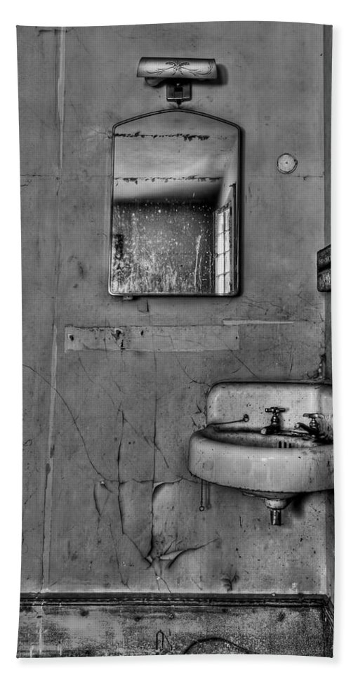 Wall Bath Sheet featuring the photograph Wash Away Your Fears by Evelina Kremsdorf