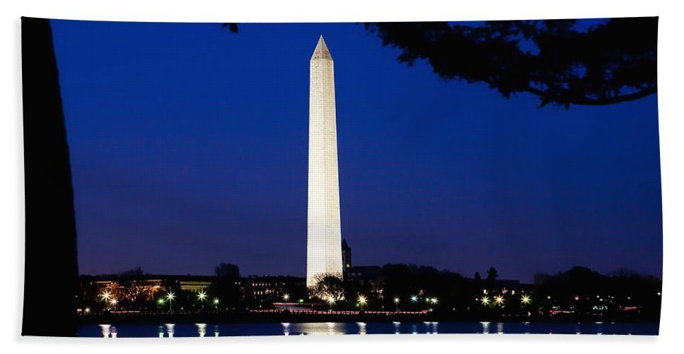 Landscape Hand Towel featuring the photograph Washington Monument by John K Sampson
