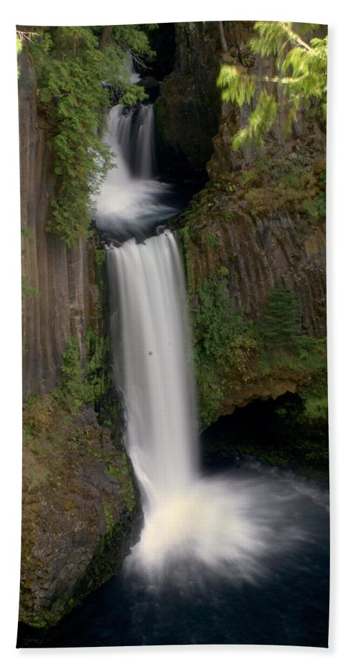 Waterfall Hand Towel featuring the photograph Washington Waterfall by Marty Koch