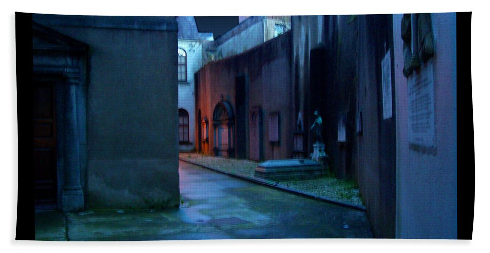 Waterford Bath Towel featuring the photograph Waterford Alley by Tim Nyberg
