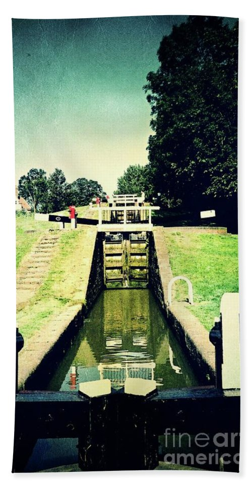 Watford Bath Sheet featuring the photograph 10945 Watford Locks On The Grand Union Canal by Colin Hunt