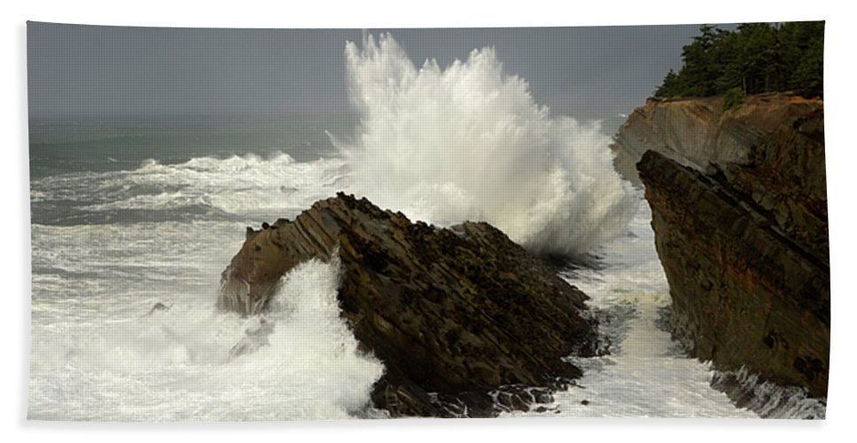 Lighthouse Hand Towel featuring the photograph Wave At Shore Acres 2 by Bob Christopher