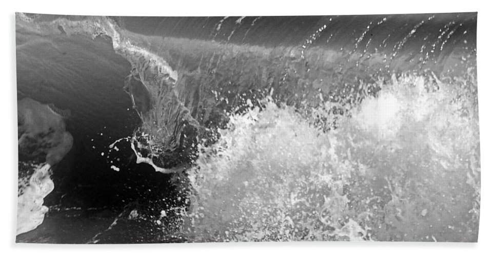 Wave Hand Towel featuring the photograph Wave by Charles Harden