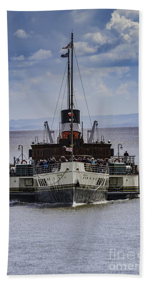 The Waverley Paddle Steamer Bath Sheet featuring the photograph Waverley Approaches by Steve Purnell