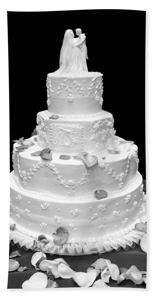 Wedding Bath Towel featuring the photograph Wedding Cake by Marilyn Hunt