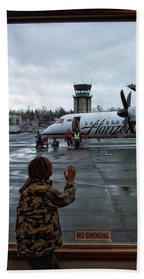 Airplane Hand Towel featuring the photograph Welcome Home by Donna Blackhall