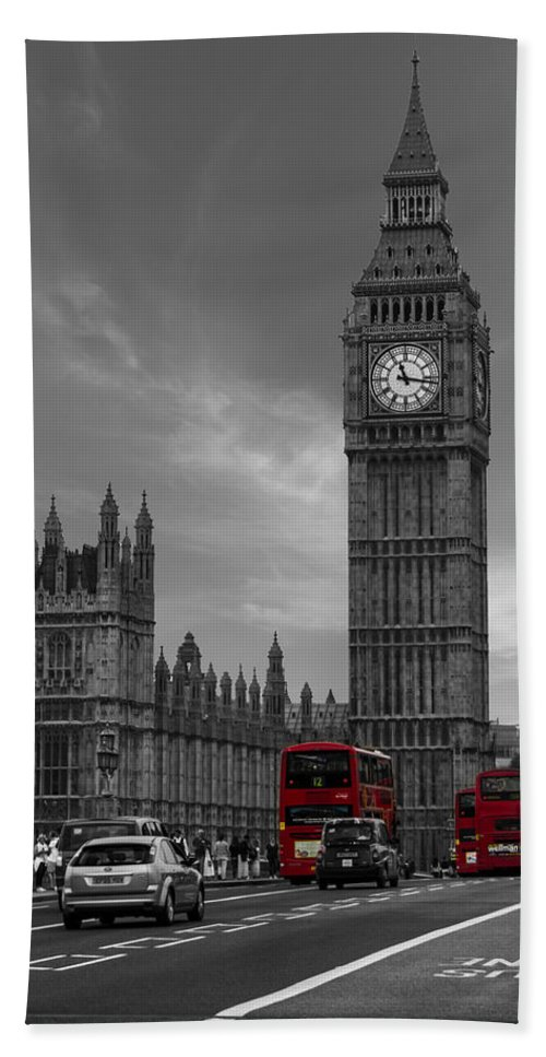 Westminster Bridge Bath Towel featuring the photograph Westminster Bridge by Martin Newman