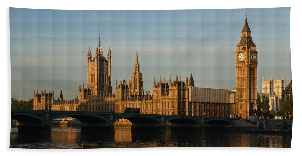 Andy Beattie Bath Sheet featuring the photograph Westminster Morning by Andy Beattie Photography