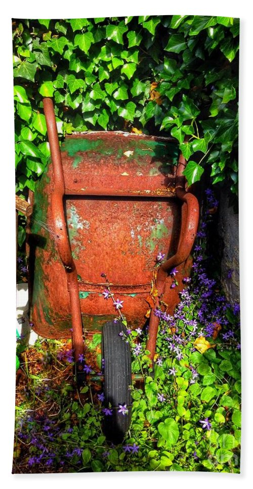 Rusty Hand Towel featuring the photograph Wheelbarrow And Ivy by Joan-Violet Stretch