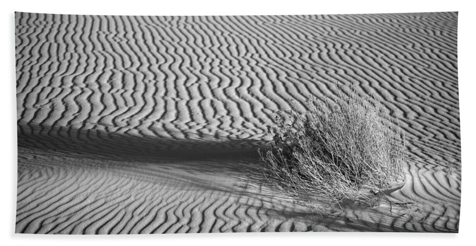 Black & White Bath Sheet featuring the photograph White Sands Ripples by Peter Tellone