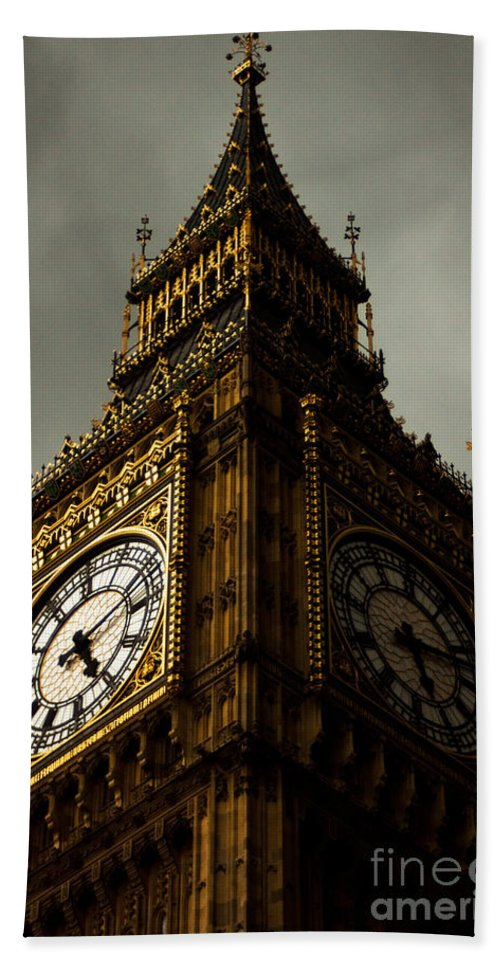 Big Ben Bath Sheet featuring the photograph Wicked Division by Andrew Paranavitana
