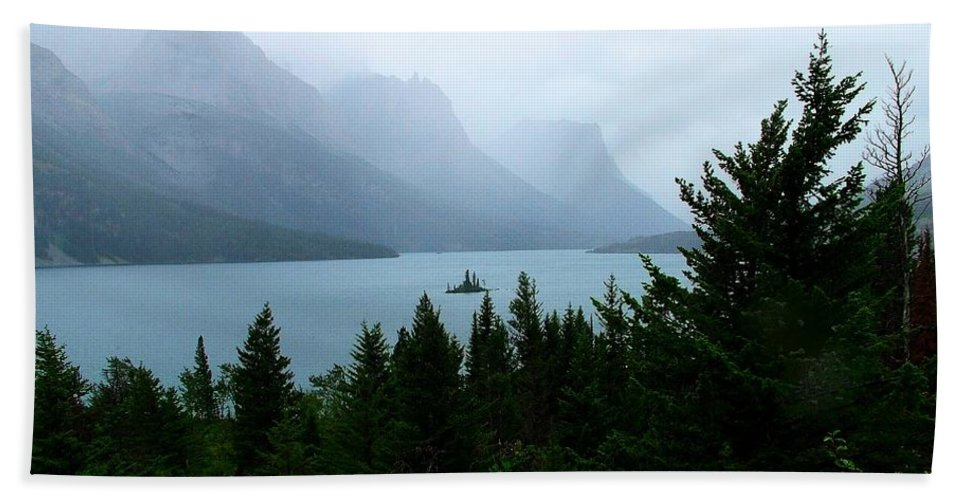 St Mary Lake Bath Sheet featuring the photograph Wild Goose Island In The Rain by Tracey Vivar
