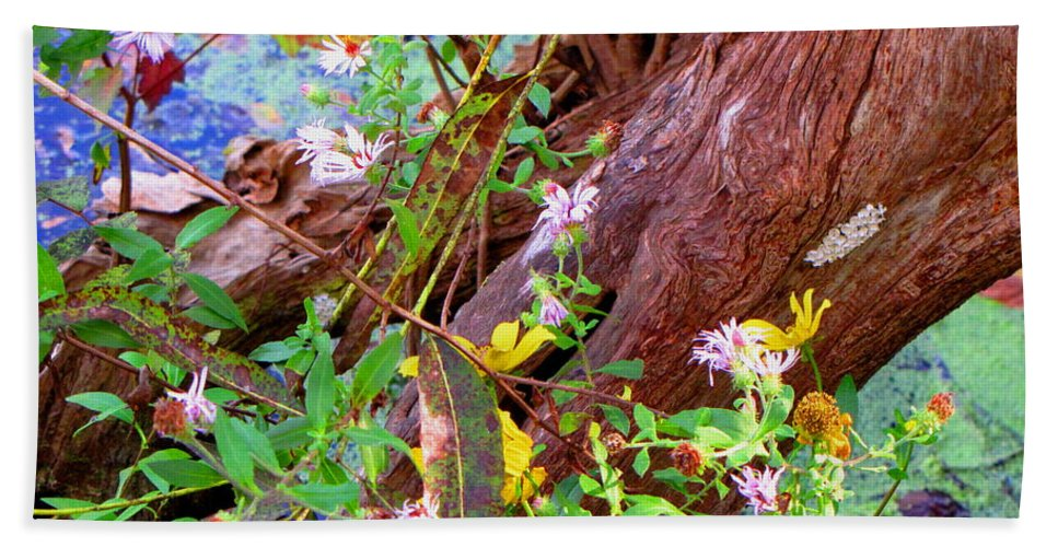 Wildflowers Bath Towel featuring the photograph Wildflowers On A Cypress Knee by Barbara Bowen