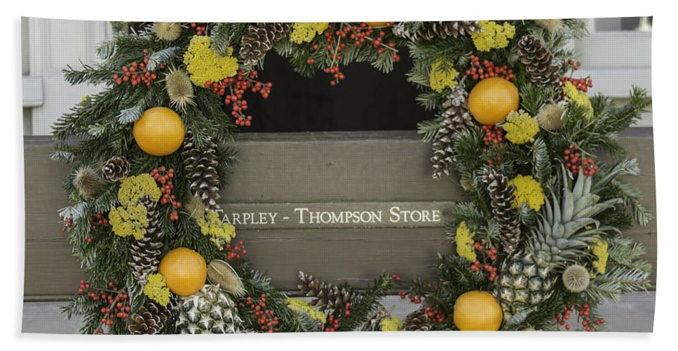 Colonial Hand Towel featuring the photograph Williamsburg Wreath 18 by Teresa Mucha