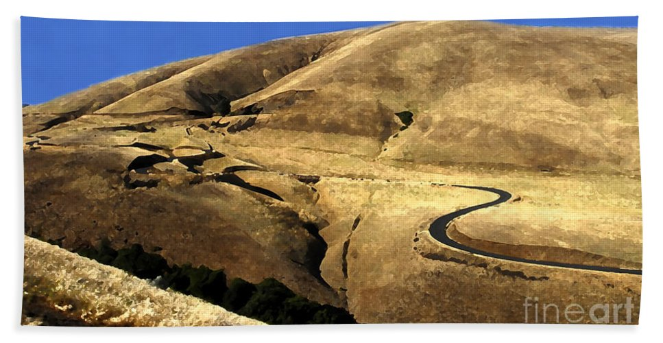 Road Hand Towel featuring the photograph Winding Road by David Lee Thompson