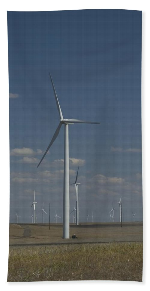 Oregon Bath Sheet featuring the photograph Windmill by Sara Stevenson