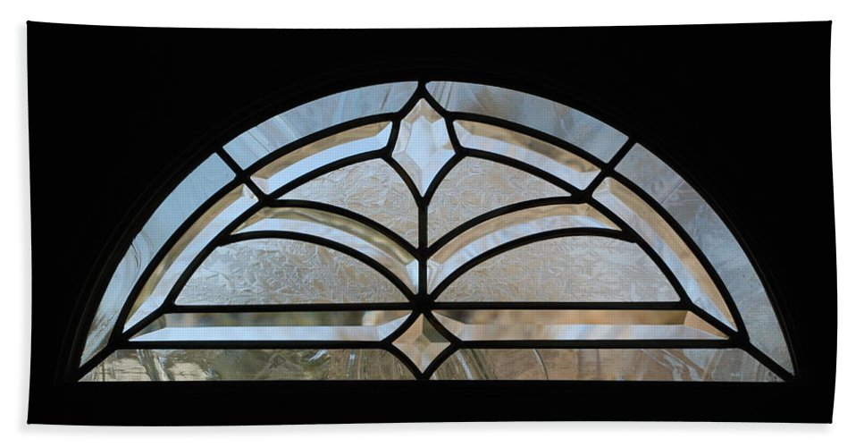 Window Bath Towel featuring the photograph Window To The World by Rob Hans