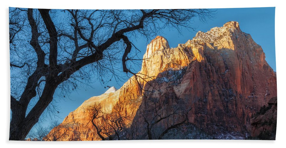 Landscape Hand Towel featuring the photograph winter Light 2 by Jonathan Nguyen
