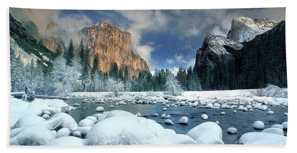 Yosemite National Park; California; United States; North America; Np; Gates Of The Valley Bath Towel featuring the photograph Winter Storm In Yosemite National Park by Dave Welling