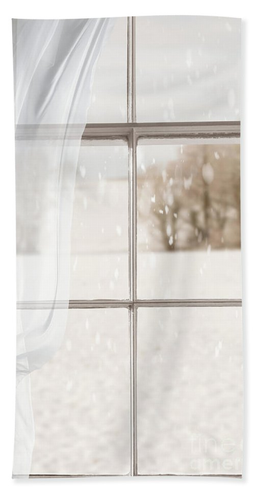 Window Bath Towel featuring the photograph Winter Through A Window by Amanda Elwell