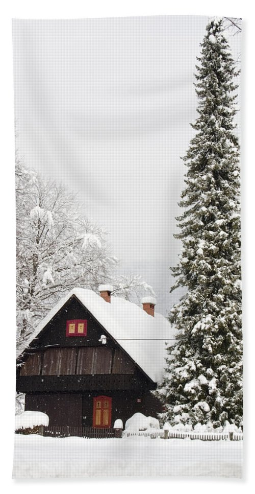 Mountains Bath Sheet featuring the photograph Winter Wonderland by Ian Middleton
