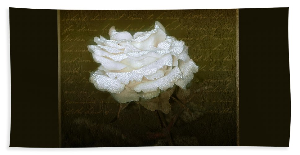 Floral Bath Towel featuring the photograph With Love by Holly Kempe