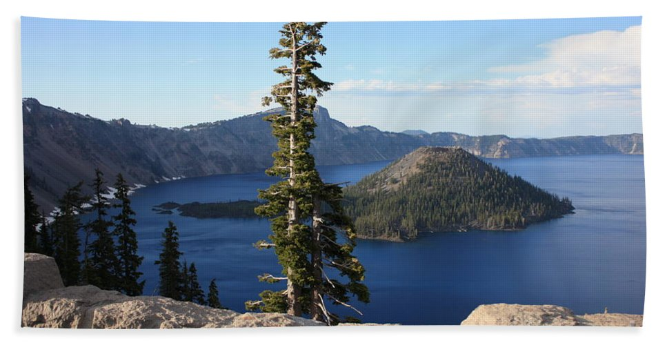Wizard Island Bath Towel featuring the photograph Wizard Island With Rock Fence At Crater Lake by Carol Groenen