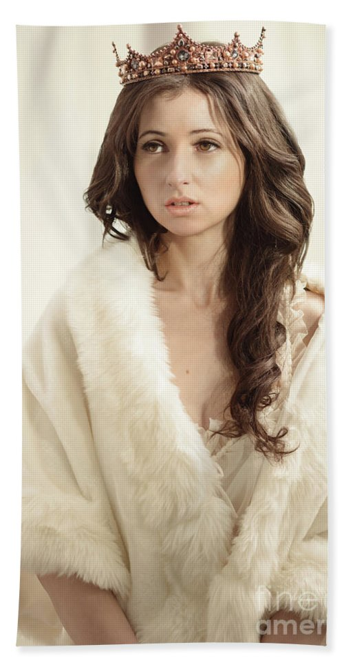Negligee Hand Towel featuring the photograph Woman In Fur Wrap Wearing Crown by Amanda Elwell