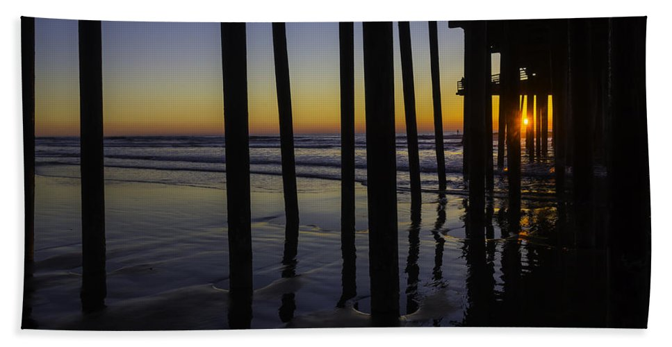 Pismo Beach Hand Towel featuring the photograph Wonderful Pismo Sunset by Garry Gay