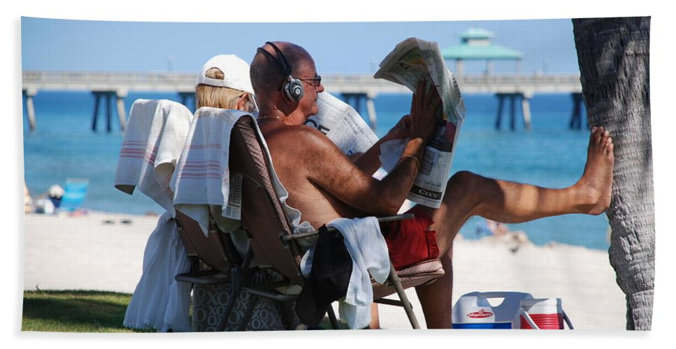 Man Bath Towel featuring the photograph Working Hard by Rob Hans