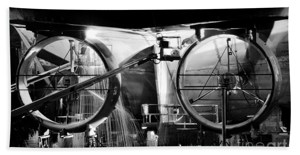Work Bath Sheet featuring the photograph Working Men by David Lee Thompson