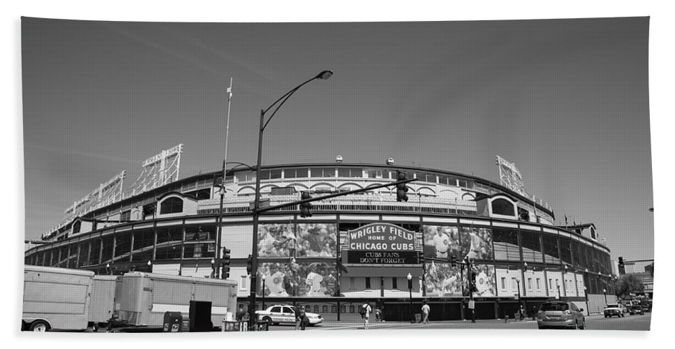 Addison Hand Towel featuring the photograph Wrigley Field - Chicago Cubs 21 by Frank Romeo