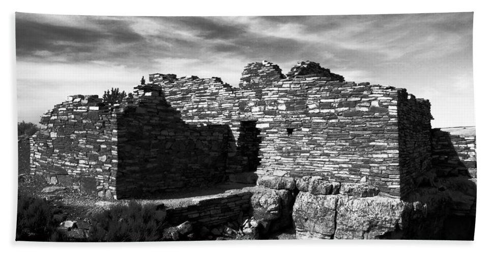 Wupatki National Monument Arizona Bath Sheet featuring the photograph Wupatki by David Lee Thompson