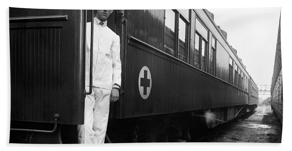 1917 Hand Towel featuring the photograph Ww I: Red Cross Railroad by Granger