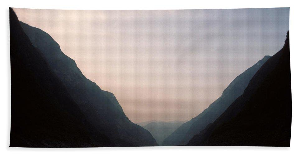 Yangtze River Hand Towel featuring the photograph Yangtze River China 2 by Steve Williams