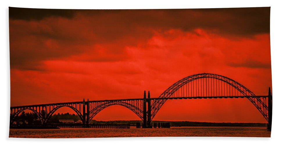 Autumn Hand Towel featuring the photograph Yaquina Bay Bridge by Don Schwartz