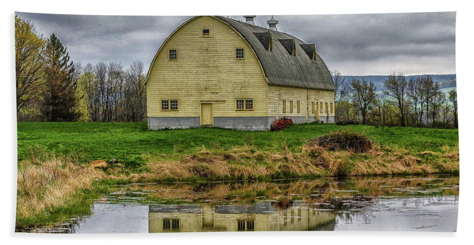 Barn Hand Towel featuring the photograph Yellow Barn by Jo Anne Keasler