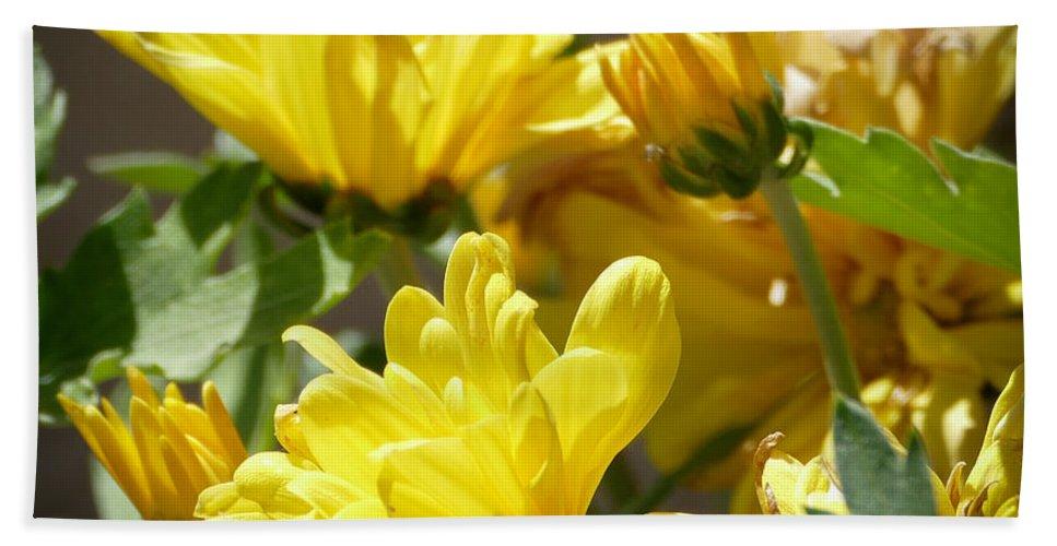 Flora Bath Sheet featuring the photograph Yellow Chrysanthemum by Laurel Powell