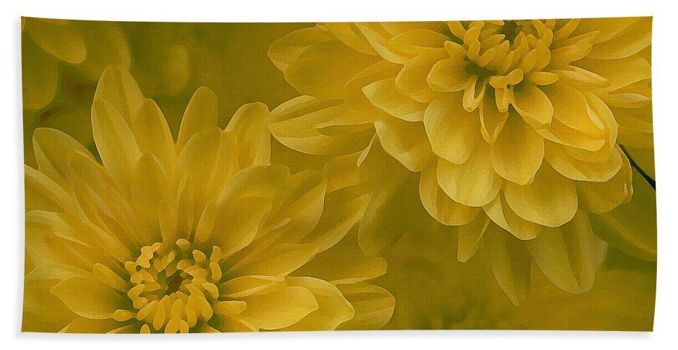 Yellow Mum Art Bath Towel featuring the photograph Yellow Mums by Linda Sannuti
