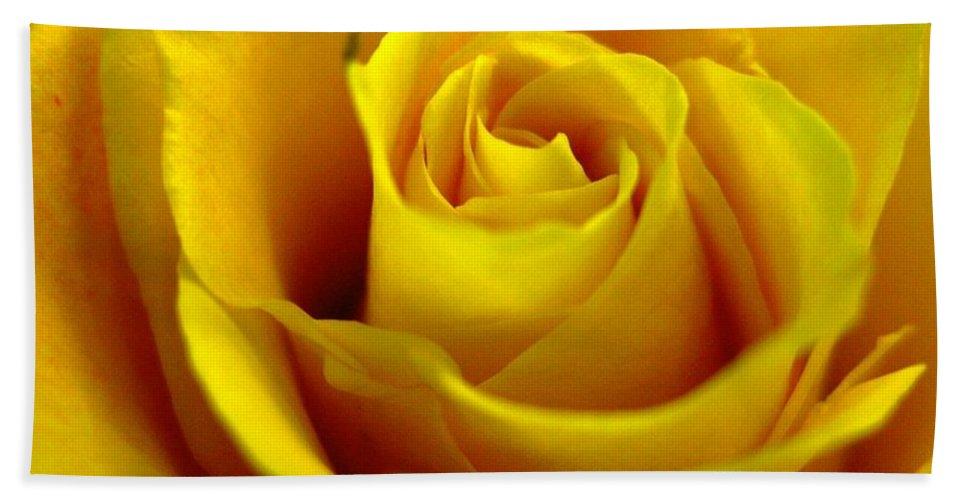Tea Rose Bath Sheet featuring the photograph Yellow Tea by Rhonda Barrett