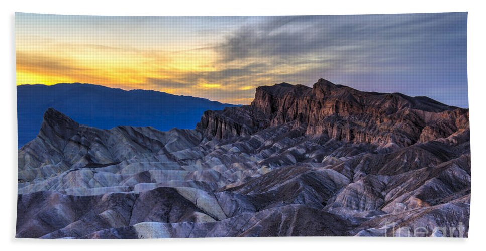 Adventure Bath Towel featuring the photograph Zabriskie Point Sunset by Charles Dobbs